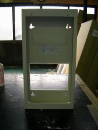 取付ボックス等に 通線及び突起物を避ける為の改造した一例