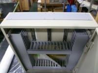 中継器盤の通線孔を塩ビ製に交換した、一例